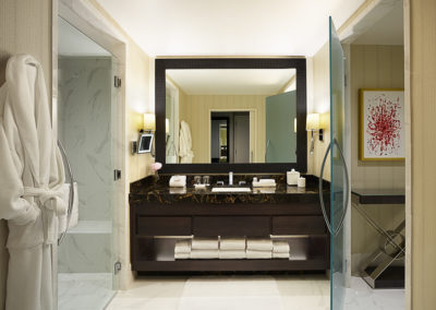 Maryland Live King Room Bath - LLA